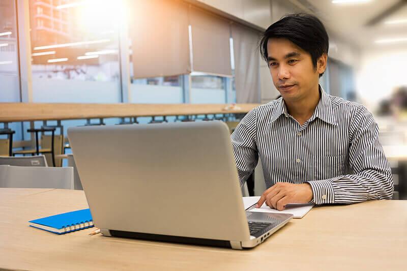 Jobs in e-commerce! Flipkart, Amazon rush to hire talent from IITs, IIMs